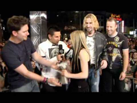 Avril Lavigne - Much Music Video Awards 2004 - People's Choice Award (Nickelback)