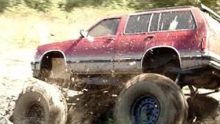 BIG BLOCK S10 BLAZER 4x4 MUD TRUCK STUCK BAD!!