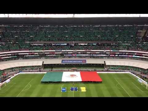 Entonación del Himno Nacional Mexicano en el Estadio Azteca