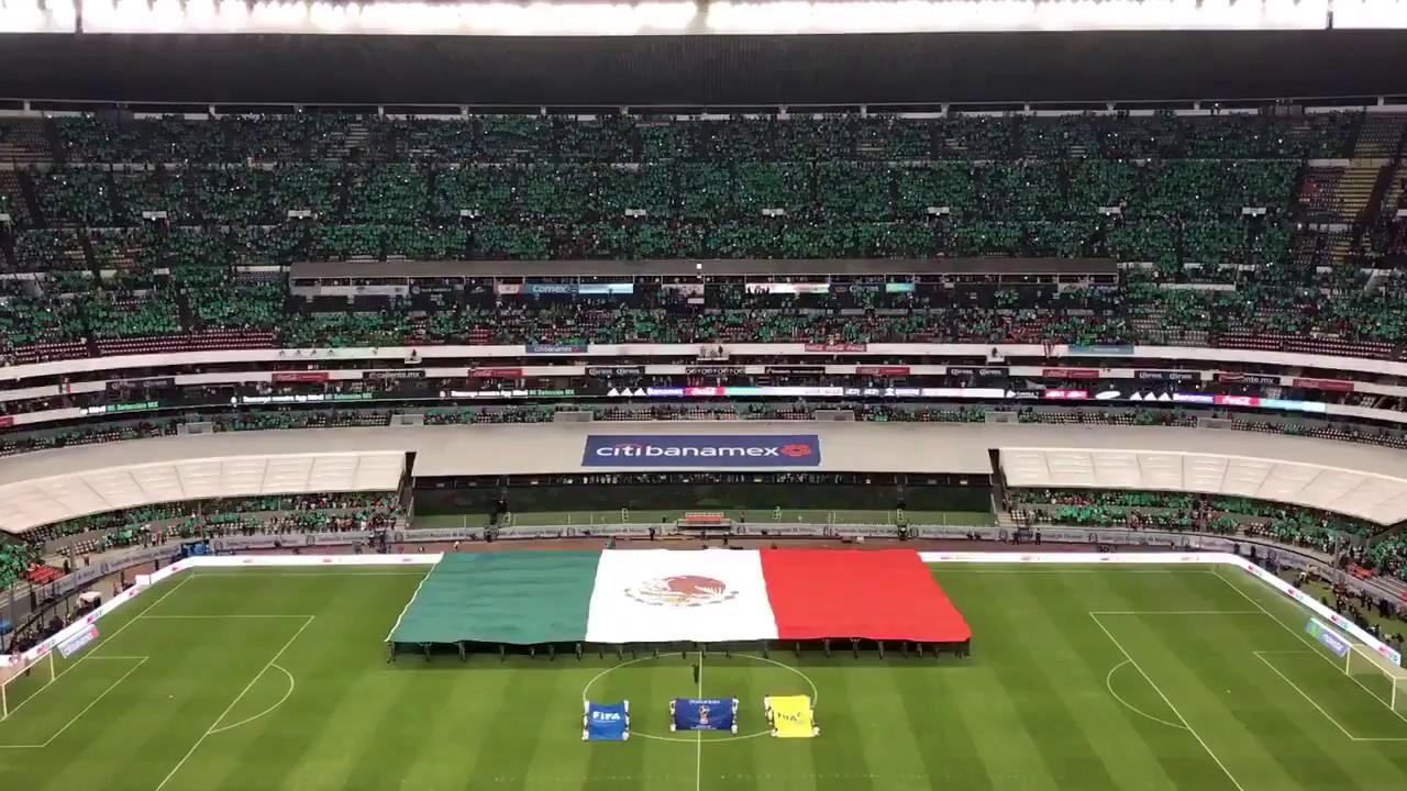 Entonaci n del himno nacional mexicano en el estadio for Puerta 1 estadio azteca