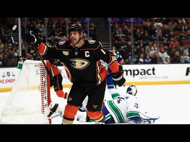 Ryan Getzlaf goes between own legs, lifts home backhand