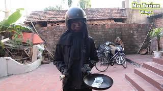"""""""Ninja Đen"""" Cầm Đầu Gà Xông Vào Nhà Xin Tiền"""