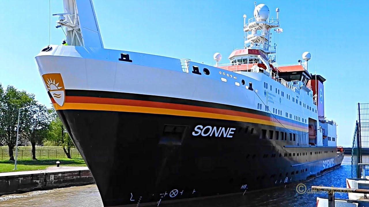 Download Schleusung Forschungsschiff SONNE II Emden research & survey vessel hauling DBBE IMO 9633927