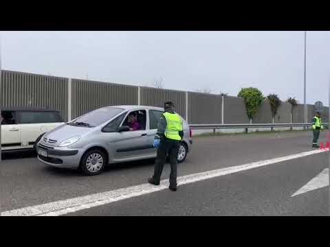 Control de tráfico en la A-8, en el Puente de los Santos
