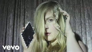 Linnea Olsson - Breaking and Shaking