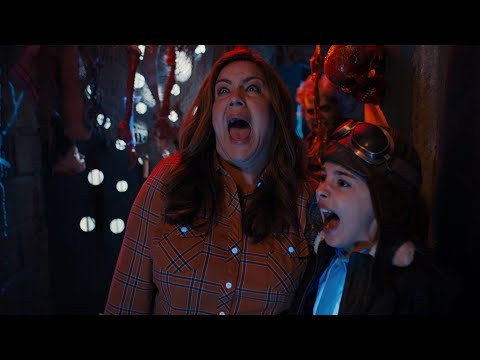 Katie Takes Anna-Kat To The Zombie Maze - American Housewife