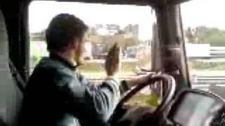 Cum se conduce in Romania TARZAN LA VOLAN