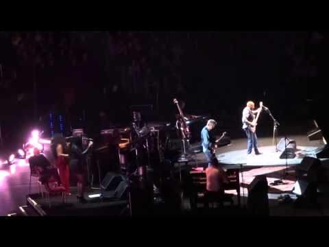 ERIC CLAPTON LIVE 2015 NYC FEATURING NATHAN EAST CAN'T FIND MY WAY HOME