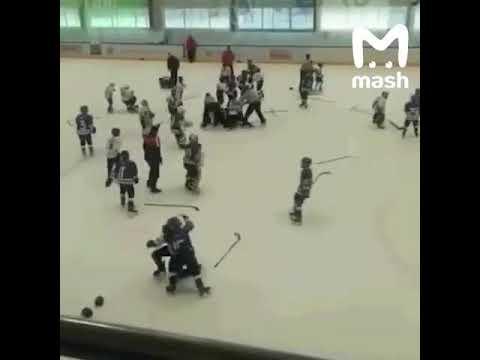 11-летние хоккеисты устроили драку на турнире в Тольятти