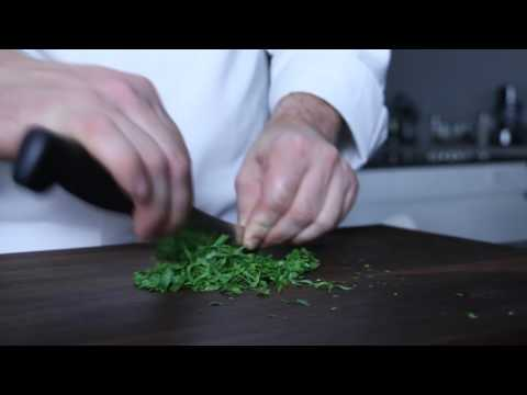 How to Mince Herbs