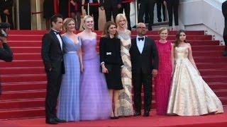 L'équipe du film Proies de S. Coppola sur les marches du Palais