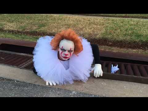 Pennywise Cosplay In Lawton, Oklahoma Wins Halloween