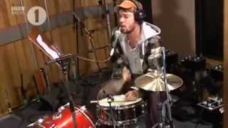 """Mumford & Sons cover Vampire Weekend's """"Cousins"""" for BBC Radio 1"""