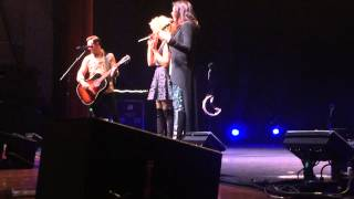 Little Big Town - Chatter (Mama's having a hot flash) | Evansville, IN (3/12/15)