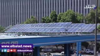 ألواح طاقة شمسية أعلى «بنزينة الدقي».. وخبراء : «سمك لبن تمر هندي».. فيديو وصور