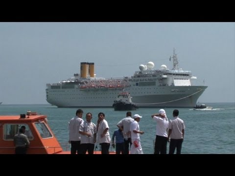 Stricken Italian liner docks in Seychelles