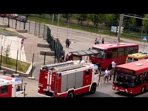 Пассажирские перевозки. Городской транспорт. Спецслужбы. Место аварии. Остановка. Автобус