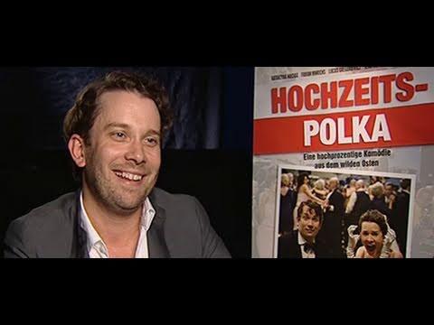 Hochzeitspolka: Christian Ulmen und Wodka-Saufen in Polen | Trailer & Interview