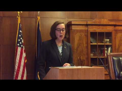 Oregon governor plans to curb government costs, strengthen PERS