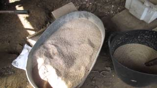 #Заработать на селе. Как делать корм для курей и уток.(Дрожжевание зерна, живые черви, корм для кур несушек. В видео заснято как куры едят в первый раз живых червей..., 2015-04-20T16:06:29.000Z)