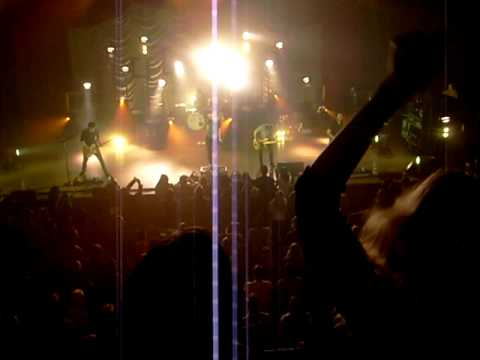 """Taylor Swift Rocking Out to Paramore """"Misery Business"""" - Nashville, TN 11/1/09"""