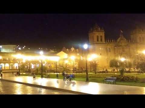 Cuerpo luminoso atraviesa por encima de la plaza de armas de Cusco