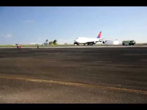 Boeing 747 Delta Airlines Emergency landing at Midway Atoll