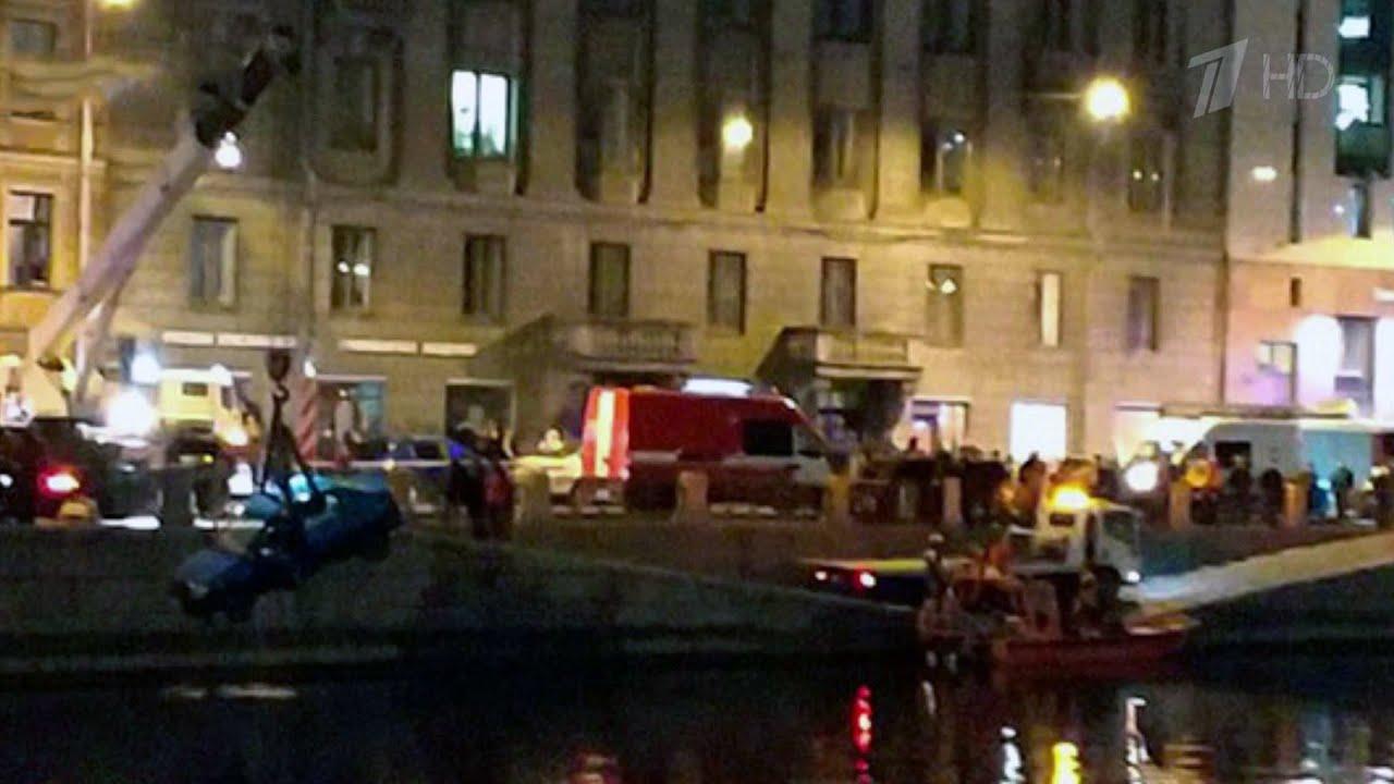 В Петербурге представят к наградам двоих мужчин, которые спасли детей из тонущего автомобиля.