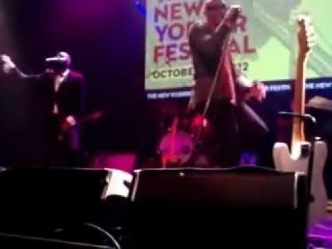 Raphael Saadiq singing Tony Toni Tone's The Blues/Let's Get Down
