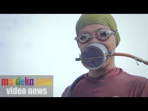 Penyelam Nekat di Teluk Jakarta : MERDEKA DOCS