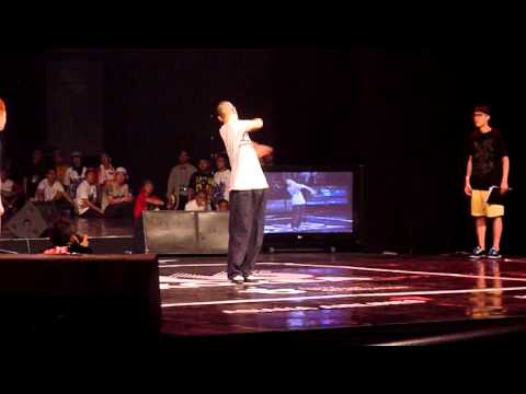 Popping Quarter Final R16 2011 - Dokyun vs Popping J