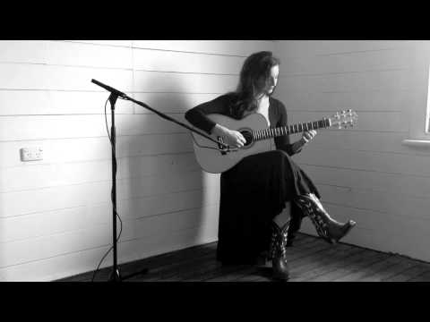 Alesa Lajana playing The Breizh/The Seagull on her Maton Guitar