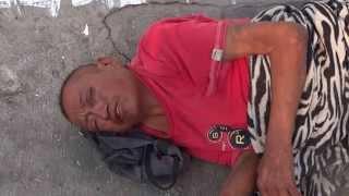 Guatemalteco vomita sangre
