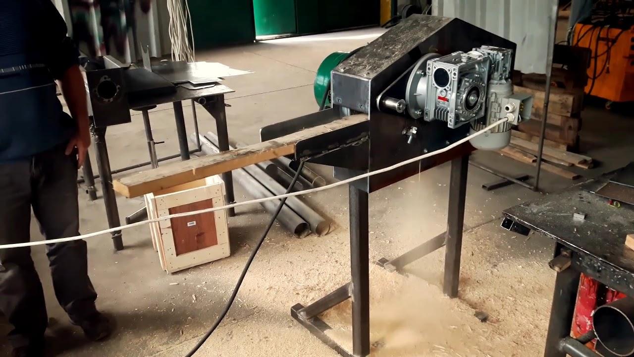 Download drtič dřevniho odpadu ,prken ,hranolku.material  k peletovani