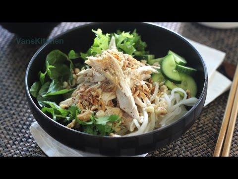 Vietnamese chicken noodle salad (Phở trộn Hà Nội)
