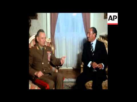 SYND 15-5-72 SOVIET DEFENCE MINISTER GRECHKO MEETS SADAT