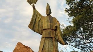 兵庫城天守台発見説明会の後に、清盛塚とその周辺を散策しました。 優し...