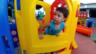 Brincando no PARQUINHO com BRINQUEDOS na escola do irmão  Playground for kids