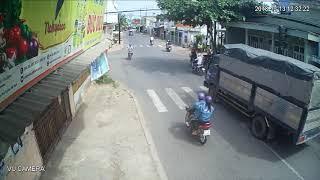 Tai nạn giao thông vượt đèn đỏ (VŨ CAMERA)
