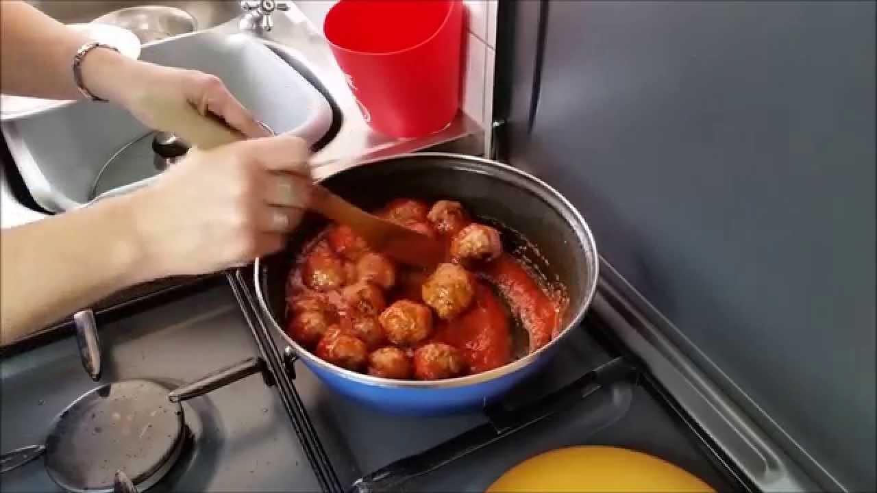 recette boulettes de viande la sauce tomate et petits. Black Bedroom Furniture Sets. Home Design Ideas