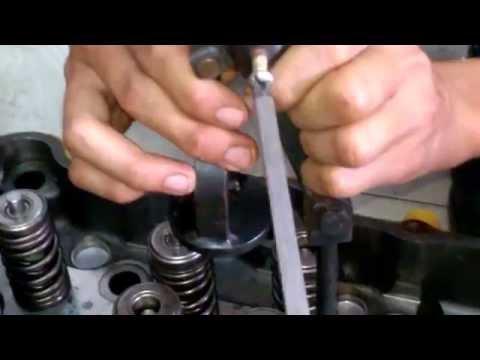 Công nghệ lắp móng xupap động cơ C18 - Công Ty TNHH Máy Phát Điện Miền Nam