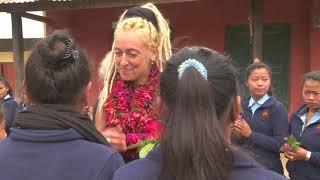 Auf einen Tee nach Nepal – Susanne Fröhlich besucht die Projekte von Back to Life