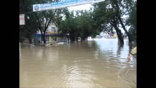крымск наводнение  нереальные кадры(крымск затопила 7 метровая волна. не может быть что это дождь сделал., 2012-07-10T10:01:41.000Z)