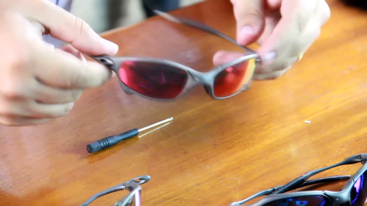 808a30470 Oakley Juliet | Como Trocar as Lentes - YouTube