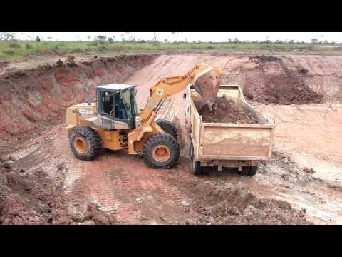 Excavacion con Pala cargadora case 821C