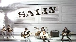 サリー 1984年 昭和59年 7月1日に VIRGIN BLUE でデビュー。
