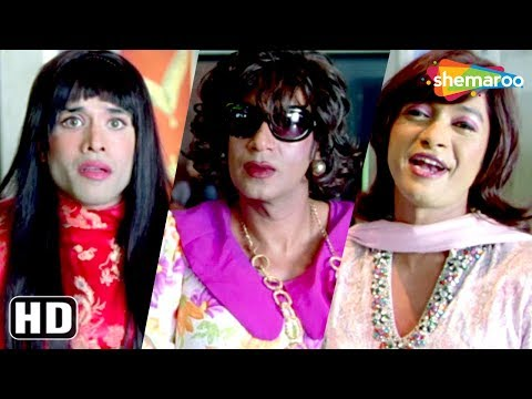 Dressed as female Ajay Devgn, Shreyas Talpade, Tushar comedy scene from Golmaal Returns - Kareena