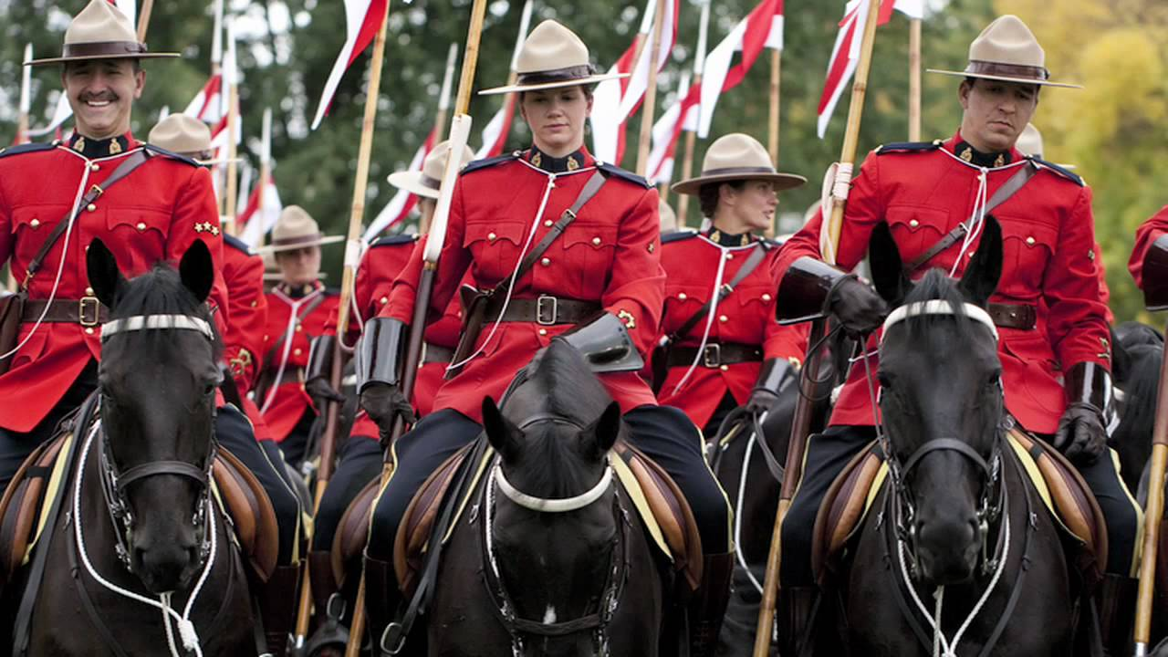 how to become a rcmp officer in canada