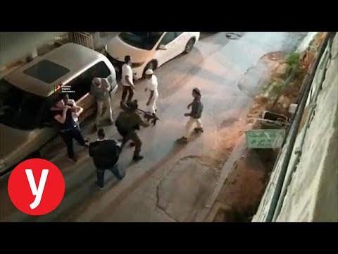 צפו: חיילים מפרידים בתגרה אלימה בין קבוצת יהודים לפלסטיני בעיר העתיקה בחברון