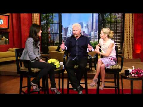 [HD] Mary Louise Parker Interrview on Live With Regis & Kelly 10/08/2010